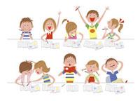 勉強をする子供達 20037002318| 写真素材・ストックフォト・画像・イラスト素材|アマナイメージズ