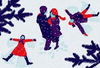 Couple hugging and children making snow angels 20039001160  写真素材・ストックフォト・画像・イラスト素材 アマナイメージズ