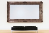 Empty picture frame above bench in art gallery 20039002480| 写真素材・ストックフォト・画像・イラスト素材|アマナイメージズ