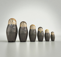Businessmen nesting dolls in order of size and happiness 20039008183| 写真素材・ストックフォト・画像・イラスト素材|アマナイメージズ