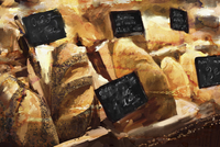 Close up of bakery shop display of different bread 20039009611| 写真素材・ストックフォト・画像・イラスト素材|アマナイメージズ