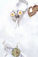 Soft boiled eggs with buttered toast and bean sprouts 20039009627| 写真素材・ストックフォト・画像・イラスト素材|アマナイメージズ