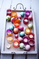 Christmas tree baubles and tea lights in a tray 20052008269| 写真素材・ストックフォト・画像・イラスト素材|アマナイメージズ