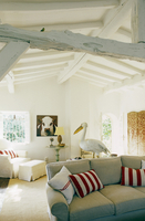 Living room with a sofa and red and white cushions in a conv 20052011474| 写真素材・ストックフォト・画像・イラスト素材|アマナイメージズ