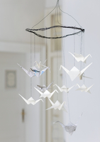 Wire mobile hung with origami cranes made from newspaper and 20052012089| 写真素材・ストックフォト・画像・イラスト素材|アマナイメージズ