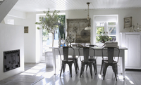 Country style dining room with dark wood chairs at white tab 20052013162| 写真素材・ストックフォト・画像・イラスト素材|アマナイメージズ