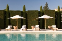 Provencal holiday house with courtyard garden 20054001347| 写真素材・ストックフォト・画像・イラスト素材|アマナイメージズ