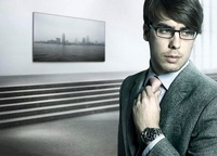 A Male Model With Glasses Stands In An Art Gallery, Reduced  20055007160| 写真素材・ストックフォト・画像・イラスト素材|アマナイメージズ