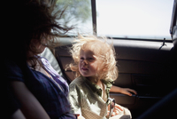 A Mom Holds Her Son In The Back Of A Cab While On Vacation. 20055012037| 写真素材・ストックフォト・画像・イラスト素材|アマナイメージズ