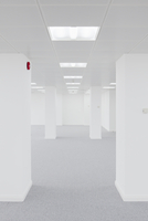 Red Detail in an Empty Office Space 20055020157| 写真素材・ストックフォト・画像・イラスト素材|アマナイメージズ