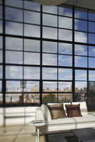 Giant Wall Of Iron-Framed Square Windows And Seating Area In Selective Focus 20055022309| 写真素材・ストックフォト・画像・イラスト素材|アマナイメージズ