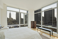 White Bedroom With Panoramic City Views, Including Empire State Building 20055022333| 写真素材・ストックフォト・画像・イラスト素材|アマナイメージズ