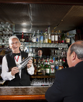 A very old bartender mixes a drink for a customer at the bar 20055029243| 写真素材・ストックフォト・画像・イラスト素材|アマナイメージズ