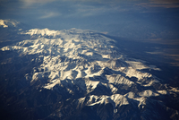 Aerial view of snow capped mountains 20056009062| 写真素材・ストックフォト・画像・イラスト素材|アマナイメージズ