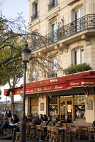 People sitting outside a Brasserie on the Ile St. Louis, Paris, France, Europe 20062004732| 写真素材・ストックフォト・画像・イラスト素材|アマナイメージズ
