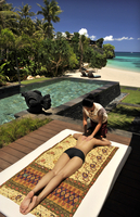 Massage by the beach, Chi Spa, Shangrila Hotel, Boracay, Philippines, Southeast Asia, Asia 20062010795| 写真素材・ストックフォト・画像・イラスト素材|アマナイメージズ