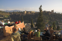 Looking across to the Alhambra, UNESCO World Heritage Site, Granada, Andalucia, Spain, Europe 20062017494| 写真素材・ストックフォト・画像・イラスト素材|アマナイメージズ