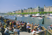 The Strandvagen waterfront, restaurants and boats in the city centre, Stockholm, Sweden, Scandinavia, Europe 20062020555| 写真素材・ストックフォト・画像・イラスト素材|アマナイメージズ