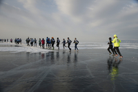 The 9th Lake Baikal Ice marathon, Lake Baikal, Irkutsk Oblast, Siberia, Russian Federation, Eurasia 20062022215| 写真素材・ストックフォト・画像・イラスト素材|アマナイメージズ