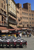 Street scene of cafes on the Piazza del Campo in Siena, UNESCO World Heritage Site, Tuscany, Italy, Europe 20062022923| 写真素材・ストックフォト・画像・イラスト素材|アマナイメージズ