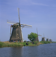 Windmills on the canal at Kinderdijk near Rotterdam, UNESCO World Heritage Site, The Netherlands, Europe 20062023664| 写真素材・ストックフォト・画像・イラスト素材|アマナイメージズ