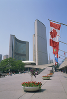 Flags outside the modern buildings of City Hall in Toronto, Ontario, Canada, North America 20062023728| 写真素材・ストックフォト・画像・イラスト素材|アマナイメージズ