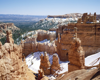 Pinnacles and rock formations caused by erosion, in the Bryce Canyon National Park, in Utah, USA 20062025718| 写真素材・ストックフォト・画像・イラスト素材|アマナイメージズ