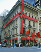 Christmas decoration on the exterior of Cartier's shop on 5th Avenue, New York, United States of America, North America 20062026450| 写真素材・ストックフォト・画像・イラスト素材|アマナイメージズ