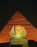 The Sphinx and one of the pyramids illuminated at night, Giza, UNESCO World Heritage Site, Cairo, Egypt, North Africa, Africa 20062026486| 写真素材・ストックフォト・画像・イラスト素材|アマナイメージズ