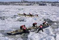 Ice canoe races on the St. Lawrence River during winter carnival, Quebec, Canada, North America 20062029240| 写真素材・ストックフォト・画像・イラスト素材|アマナイメージズ