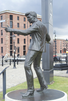 Statue by Tom Murphy of singer songwriter Billy Fury, near Albert Dock, Liverpool, Merseyside, England, United Kingdom, Europe 20062037822| 写真素材・ストックフォト・画像・イラスト素材|アマナイメージズ
