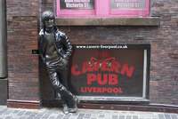 Statue of John Lennon close to the original Cavern Club, Matthew Street, Liverpool, Merseyside, England, United Kingdom, Europe 20062037834| 写真素材・ストックフォト・画像・イラスト素材|アマナイメージズ