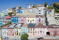 Traditional colorful houses, Valparaiso, UNESCO World Heritage Site, Chile, South America 20062040979| 写真素材・ストックフォト・画像・イラスト素材|アマナイメージズ