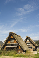 Traditional gassho zukuri thatched roof houses, Shirakawa-go village, UNESCO World Heritage Site, Gifu prefecture, Japan, Asia 20062045815| 写真素材・ストックフォト・画像・イラスト素材|アマナイメージズ