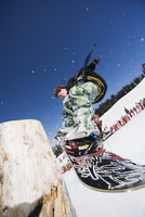 A snowboarder jumping at Telus Half Pipe competition 2009, Whistler mountain, 2010 Winter Olympics venue, British Columbia, Cana 20062046886| 写真素材・ストックフォト・画像・イラスト素材|アマナイメージズ