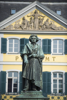 Statue of Ludwig Van Beethoven in front of the post office, Bonn, North Rhineland Westphalia, Germany, Europe 20062047386| 写真素材・ストックフォト・画像・イラスト素材|アマナイメージズ