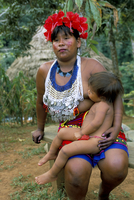 Embera Indian woman and child, Soberania Forest National Park, Panama, Central America 20062051810| 写真素材・ストックフォト・画像・イラスト素材|アマナイメージズ
