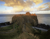 Dunnottar Castle, dating from the 14th century, at sunset, Aberdeenshire, Scotland, United Kingdom, Europe 20062061398| 写真素材・ストックフォト・画像・イラスト素材|アマナイメージズ