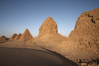 The royal cemetery of Nuri, burial place of King Taharqa, ancient ruler of the Kingdom of Kush, Karima, Sudan, Africa 20062067882| 写真素材・ストックフォト・画像・イラスト素材|アマナイメージズ