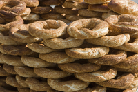 Traditional Turkish bagels with sesame seeds for sale, Istanbul, Turkey, Europe 20062071151| 写真素材・ストックフォト・画像・イラスト素材|アマナイメージズ
