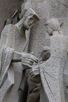 Pilate washing his hands and his wife Claudia, sculpture by Joseph Maria Subirachs, Passion Facade, Sagrada Familia Basilica, Ba 20062092242| 写真素材・ストックフォト・画像・イラスト素材|アマナイメージズ