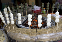 Japanese snack called dango (three sticky rice cake balls on a skewer) warming beside hot coals, Japan, Asia 20062097941| 写真素材・ストックフォト・画像・イラスト素材|アマナイメージズ