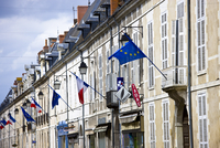 European Community and French flags in town of Richelieu in Loire Valley, Indre et Loire, France 20062119700| 写真素材・ストックフォト・画像・イラスト素材|アマナイメージズ