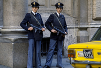 Armed police security in Rome, Italy 20062119844| 写真素材・ストックフォト・画像・イラスト素材|アマナイメージズ
