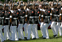 United States soldiers in ceremonial march at The White House, Washington DC, United States of America 20062120182| 写真素材・ストックフォト・画像・イラスト素材|アマナイメージズ