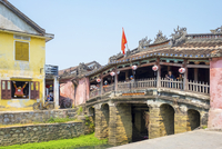 The Japanese Covered Bridge in Hoi An ancient town, UNESCO World Heritage Site, Hoi An, Quang Nam Province, Vietnam, Indochina, 20062125620| 写真素材・ストックフォト・画像・イラスト素材|アマナイメージズ