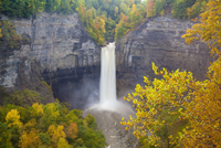 Taughannock Falls, near Ithaca, New York, in autumn after a  20070001491| 写真素材・ストックフォト・画像・イラスト素材|アマナイメージズ