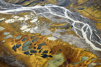 Aerial view down river to the east of the Hofsjakull glacier 20070002110| 写真素材・ストックフォト・画像・イラスト素材|アマナイメージズ