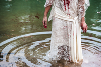 Woman wearing a blood splattered dress emerging from a lake 20071009663| 写真素材・ストックフォト・画像・イラスト素材|アマナイメージズ