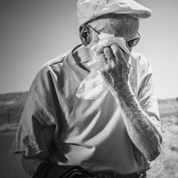 Elderly man wiping his brow on a hot summers day 20071009680| 写真素材・ストックフォト・画像・イラスト素材|アマナイメージズ